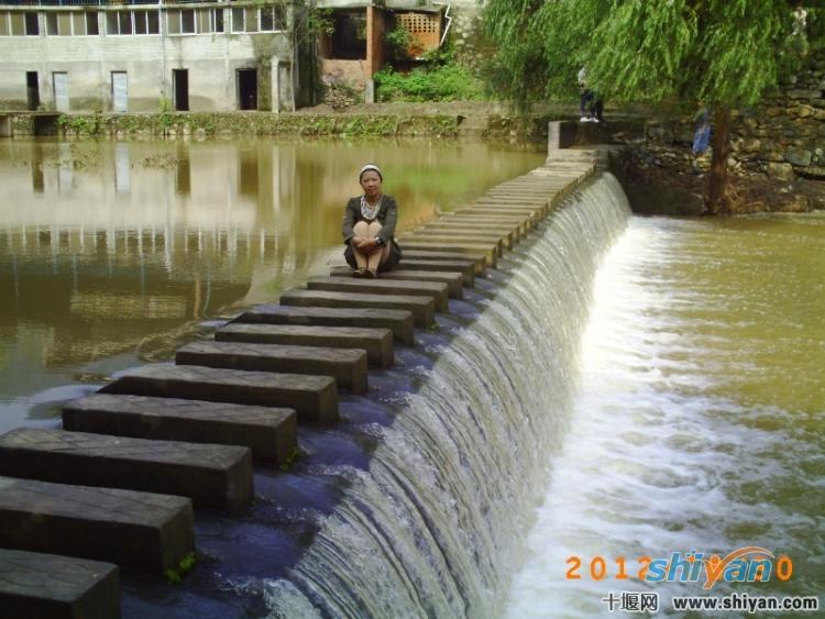 小桥流水,杨柳依依.jpg