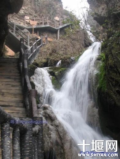 龙潭河的瀑布.jpg