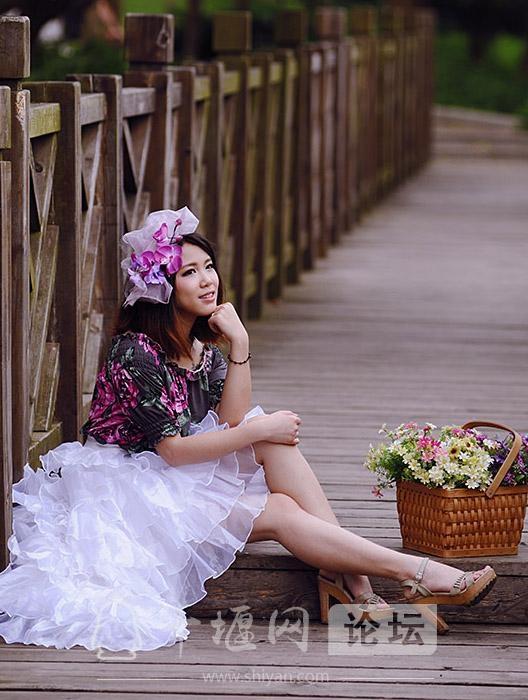 十堰今夏流行穿蓬蓬裙,其实姑娘们都很热,为了漂亮只有忍着流汗-2.jpg