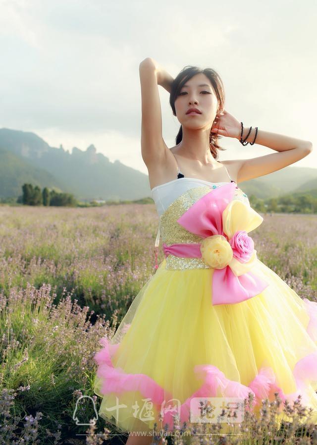 十堰今夏流行穿蓬蓬裙,其实姑娘们都很热,为了漂亮只有忍着流汗-4.jpg