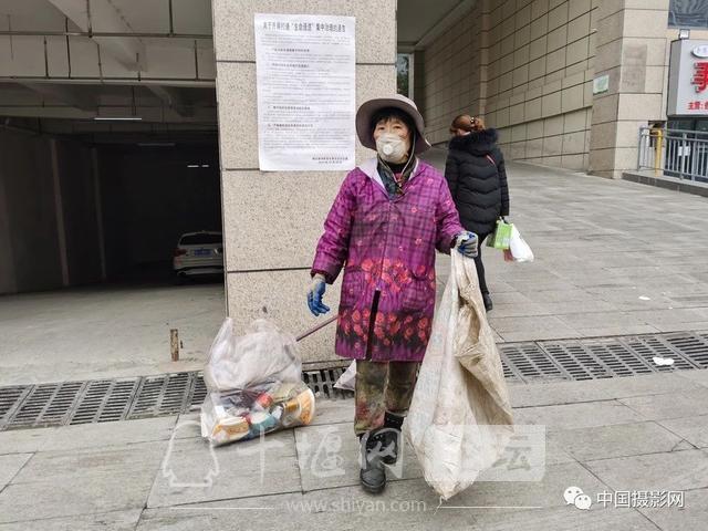 """陶德斌:疫情""""常""""镜头-2.jpg"""