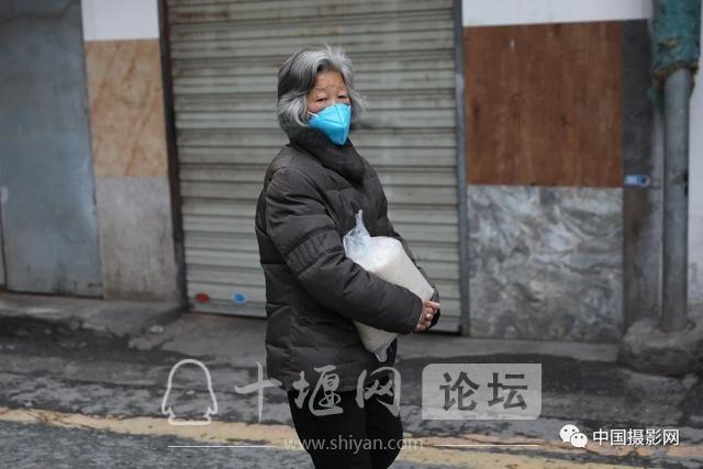 """陶德斌:疫情""""常""""镜头-6.jpg"""