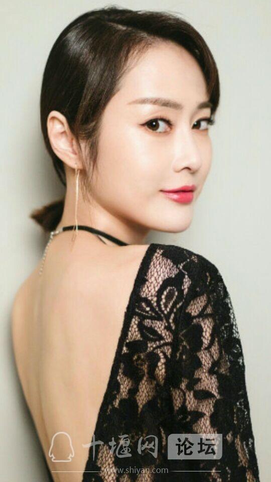 美女演员周娇漂亮时尚又优雅,真的好迷人-1.jpg