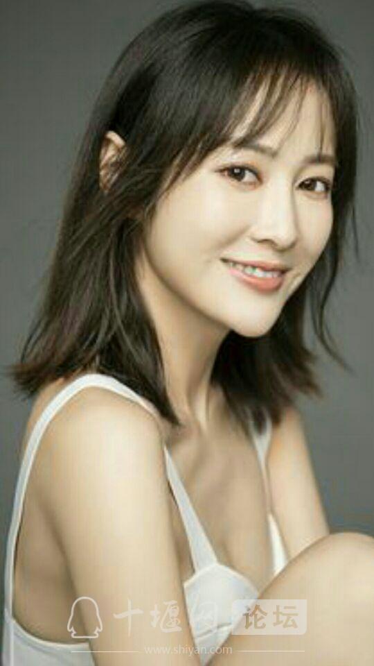 美女演员周娇漂亮时尚又优雅,真的好迷人-3.jpg