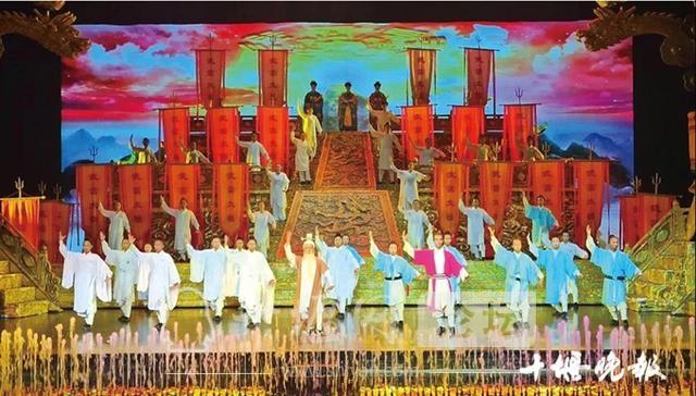 「十堰」让每位游客宾至如归——武当山特区十一黄金周旅游综述-1.jpg