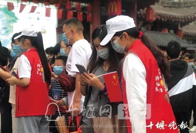 「十堰」让每位游客宾至如归——武当山特区十一黄金周旅游综述-4.jpg