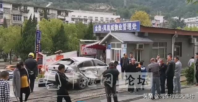 离奇事故!湖北十堰汽车与火车碰撞,幸好无人员伤亡-2.jpg