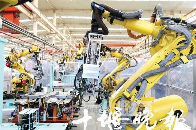 """汽车产业让穷山沟变成现代城!十堰:从一业独大到""""四新""""并举"""