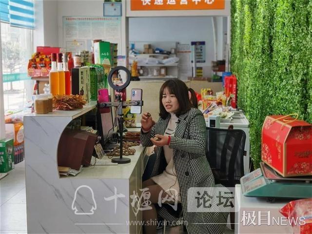 房县女青年文龙香返乡创业,带动800多人脱贫致富奔小康-1.jpg