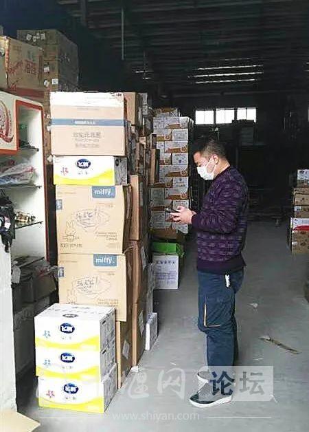 """多地宝宝面临""""断粮""""危机!邮政""""临时奶爸""""火速配送-6.jpg"""