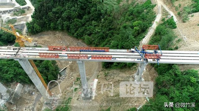 竹溪县:77米!竹溪境内最高桥顺利合拢-1.jpg