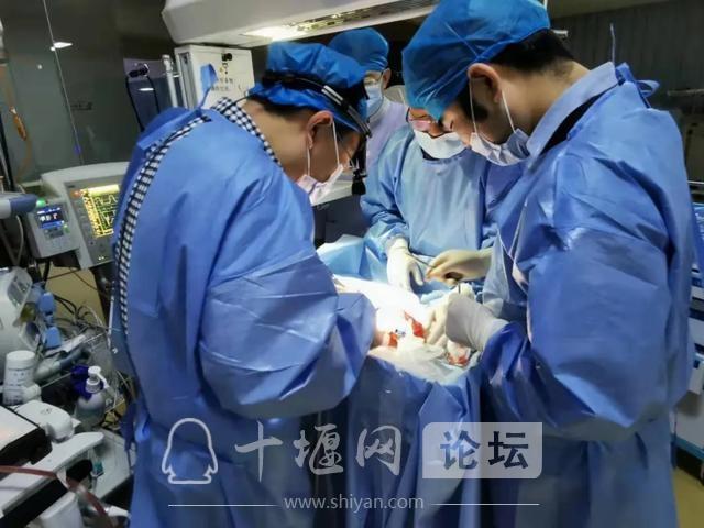 十堰首例新生儿连续肾脏替代治疗(CRRT)在市人民医院取得成功-2.jpg