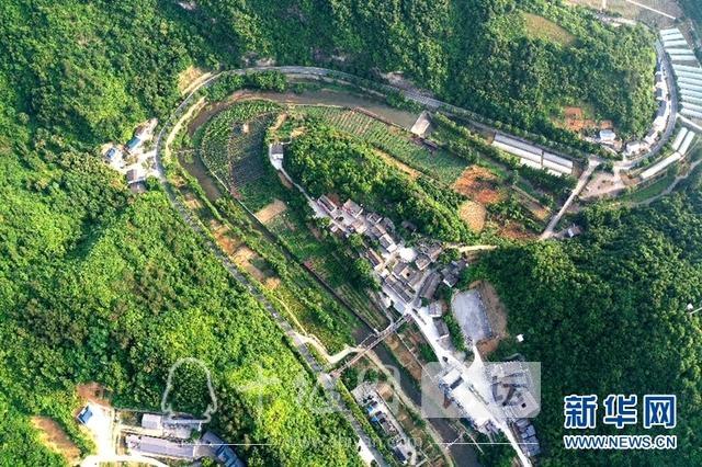 开着汽车看乡村|十竹公路串起十堰西沟乡村旅游经济带-2.jpg