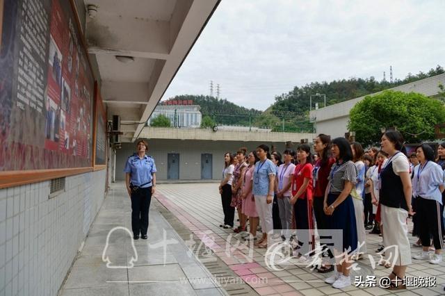 十堰65名新提拔干部家属进入高墙接受廉政教育-4.jpg