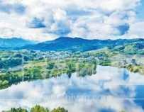 湖北生态龙湖湿地公园:白云碧水相映,村庄森林掩映