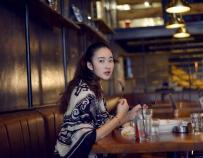 燃料音乐主题餐厅中的美女